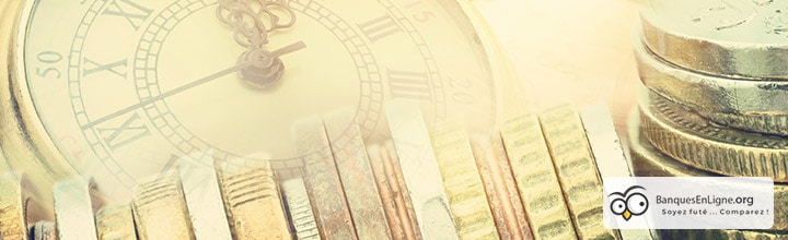 pièces de monnaie et montre à gousset luxueuse