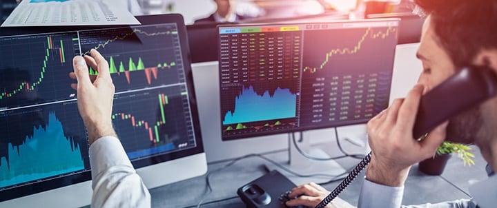écrans de trading boursier